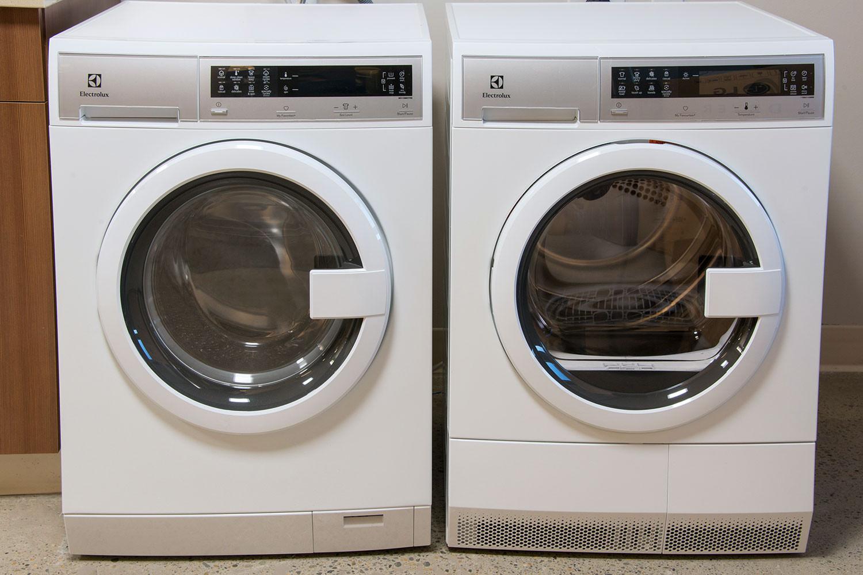 electrolux-washer-eifls20qsw-front-1500x1000